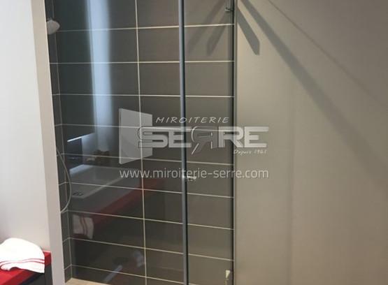 etude et fabrication porte et paroi de douche miroiterie serre. Black Bedroom Furniture Sets. Home Design Ideas