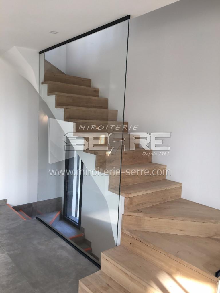 etude et fabrication garde corps en verre pour protection d 39 escalier miroiterie serre. Black Bedroom Furniture Sets. Home Design Ideas